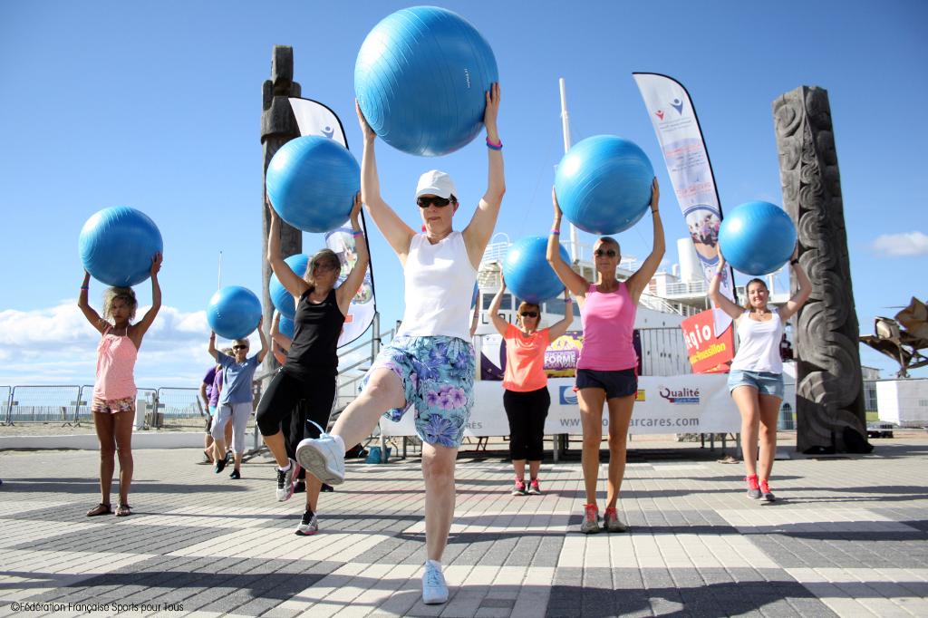socio-educatif-belle-en-sport-ballon-1024x682 Nos activités